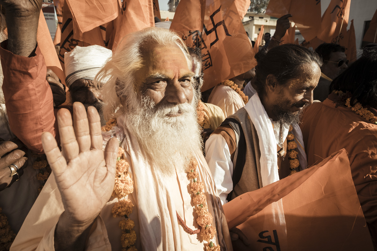 ana-abrao-india-pushkar-sahdu-at-spiritual-walking